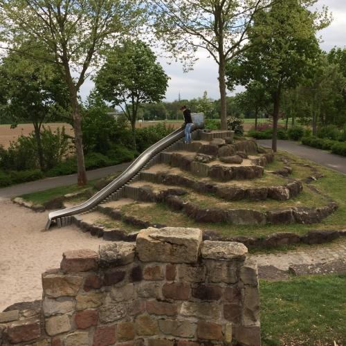 Bild 3: Spielplatz Neuhermsheim