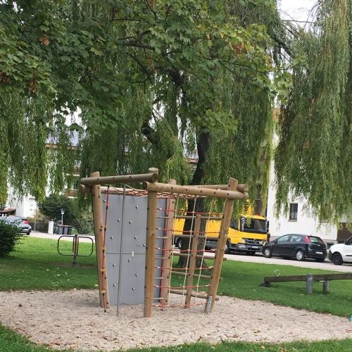 Bild 2: Ahorn Spielplatz