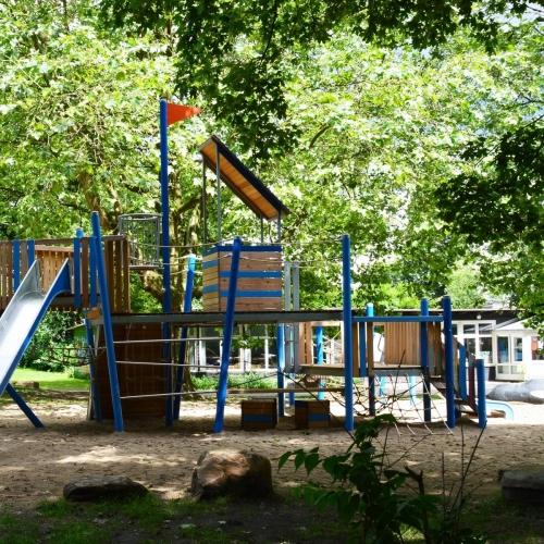 Bild 7: Am Spielhaus im Wehbers Park