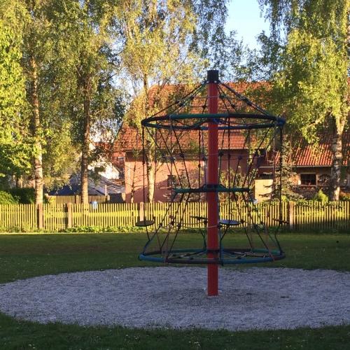 Bild 3: Am Sportplatz