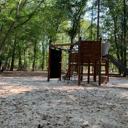 Bild 2: Bäretriewer-Grillhütte