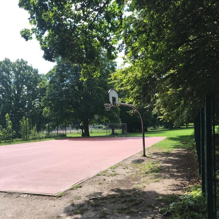 Bild 3: Bolzplatz am Kinder- und Jugendzentrum Eichi