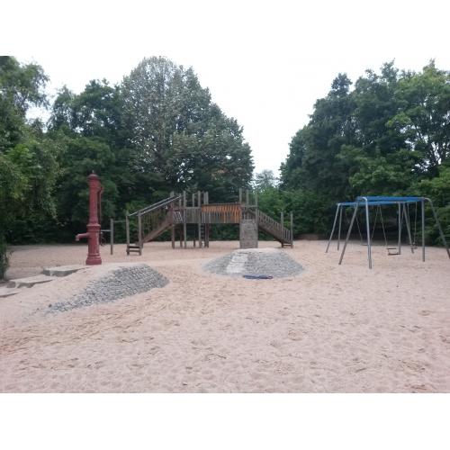 Bild 1: Eckspielplatz