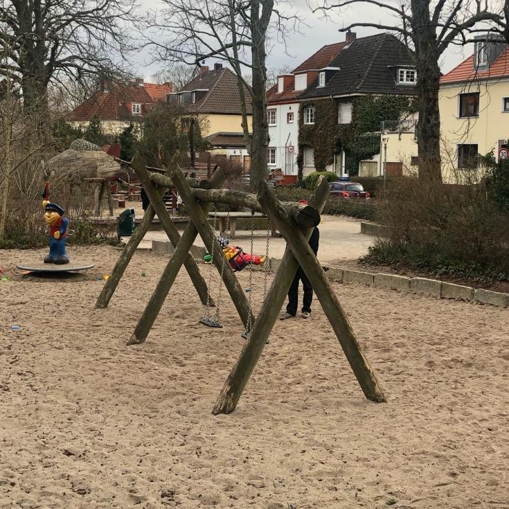 Bild 1: Fliegerspielplatz
