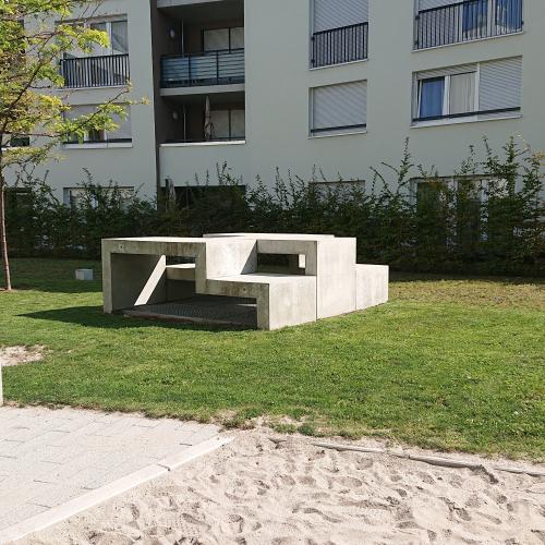 Bild 2: Forststraße