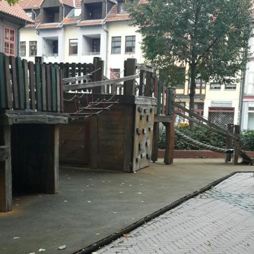 Bild 2: Jacobikirchhof