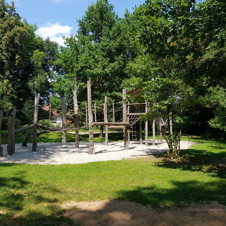 Bild 1: Spielplatz Henfenfeld