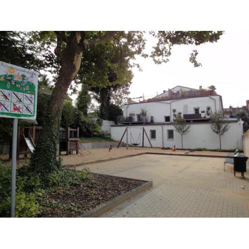 Hinterhof Spielplatz Schnurgasse In Koln
