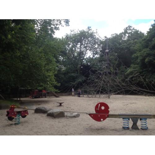 Bild 6: Im Schlossgarten am See