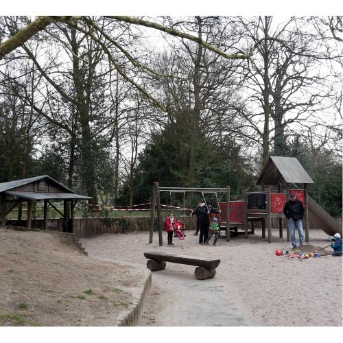 Bild 3: Im Schlossgarten am See