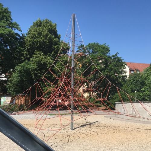 Bild 1: Kiesspielplatz