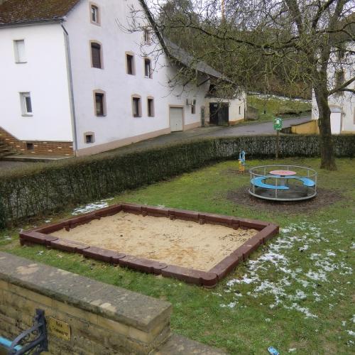 Bild 1: Kinderspielplatz Brunnenplatz Olk