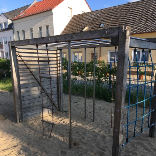Bild 2: Kinderspielplatz Karl-Marx-Platz