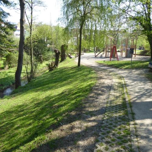 Bild 1: Kinderspielplatz Neuwiesenstraße