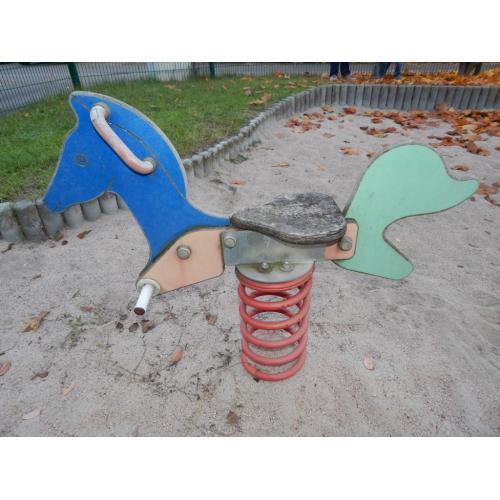 Bild 1: Kleiner Spielplatz für Anwohner