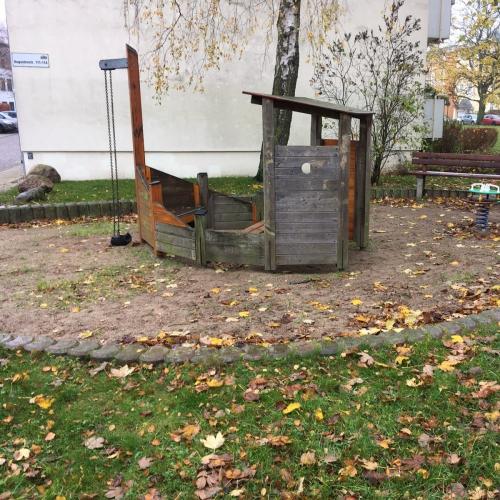 Bild 1: Kleiner Spielplatz Augustenstraße