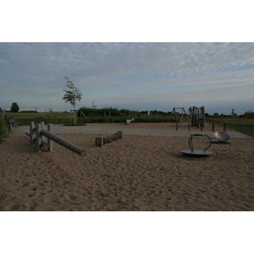 Bild 1: Kleiner Wiesenspielplatz