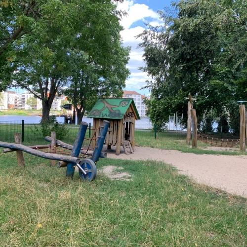 Bild 1: Kleinkindspielplatz im Mentzelpark