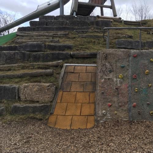 Bild 3: Spielplatz im Rübländer