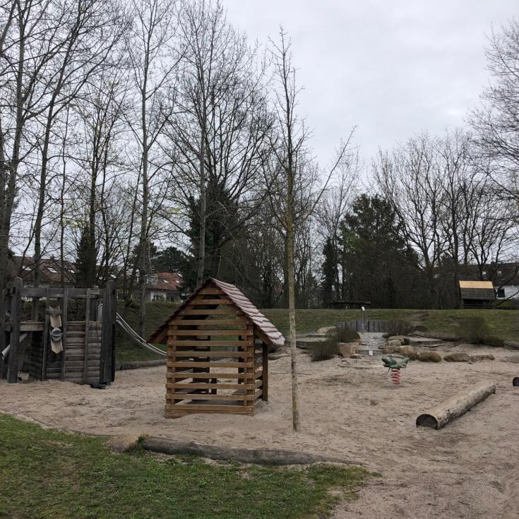 Bild 5: Loreal Spielplatz / Hertzstraße