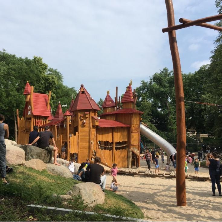 Bild 1: Märchenspielplatz