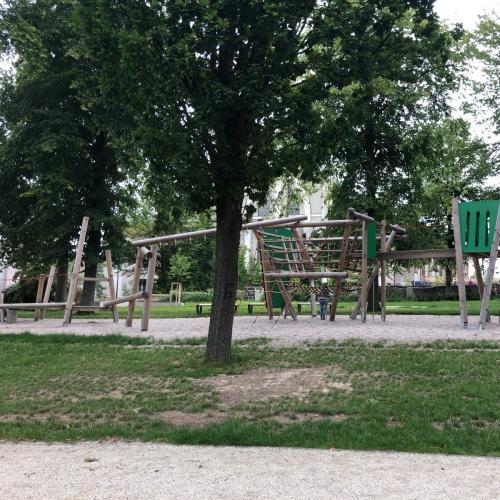 Bild 2: Spielplatz Kirchpark Bauerstrasse