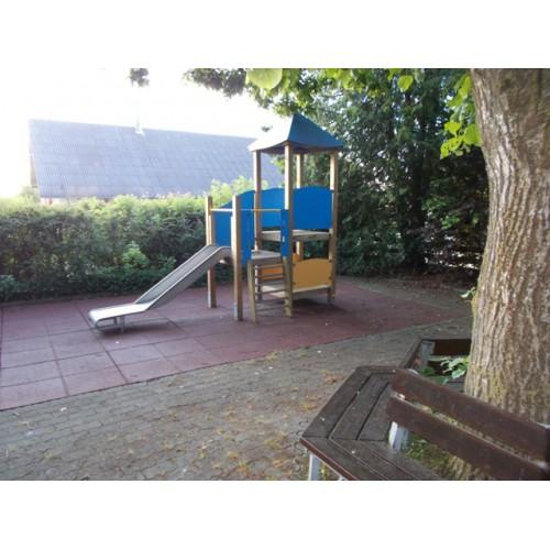 Bild 1: Mini-Spielplatz am Bgm-Bürzle-Haus