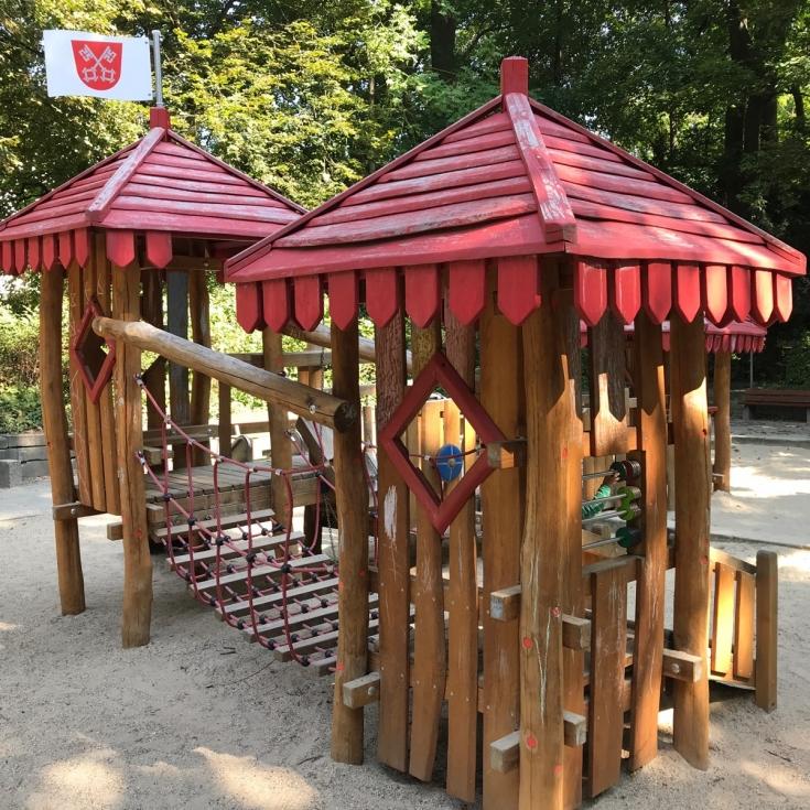 Bild 1: Spielplatz beim Hallenbad