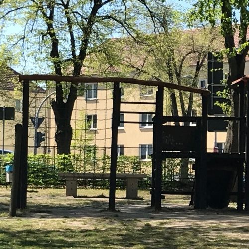 Bild 3: Städtischer Kinderspielplatz
