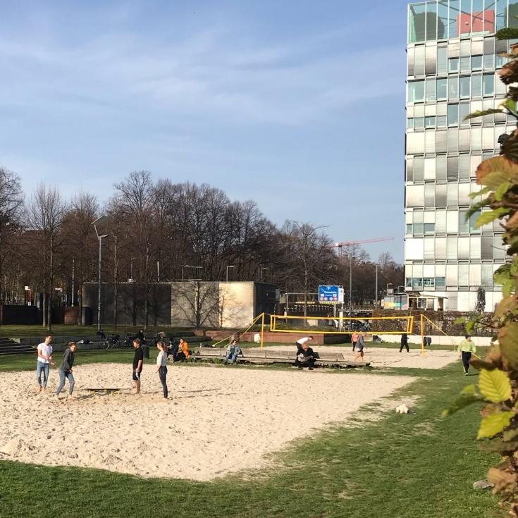 Bild 1: Beachvolleyball am Rheinauhafen