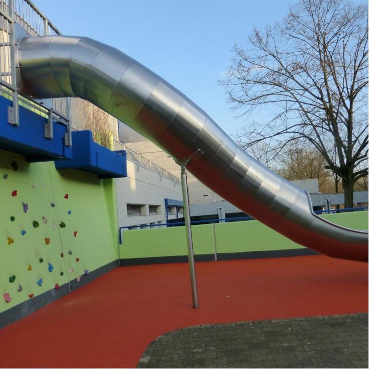 Bild 1: Schulhof am Sonnenstein