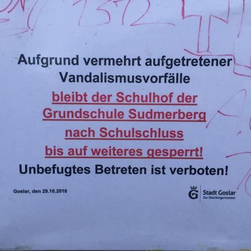 Bild 1: Schulhof Grundschule Sudmerberg