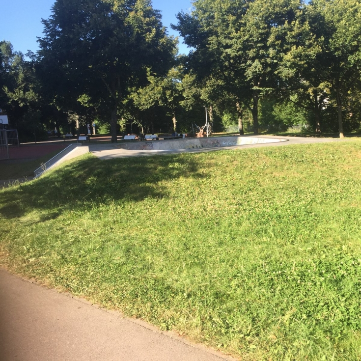 Bild 3: Skatanlage und Spielplatz an der Bohlschule