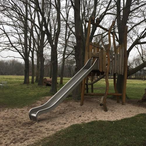 Bild 2: Spielplatz Tiefurt
