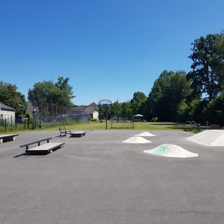 Bild 2: Skate- und Bolzplatz