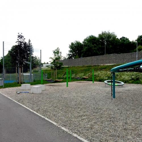 Bild 3: Spiel- und Sportplatz an der Wiese