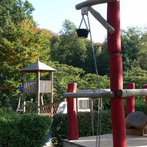 Bild 5: Spielen am Waldrand