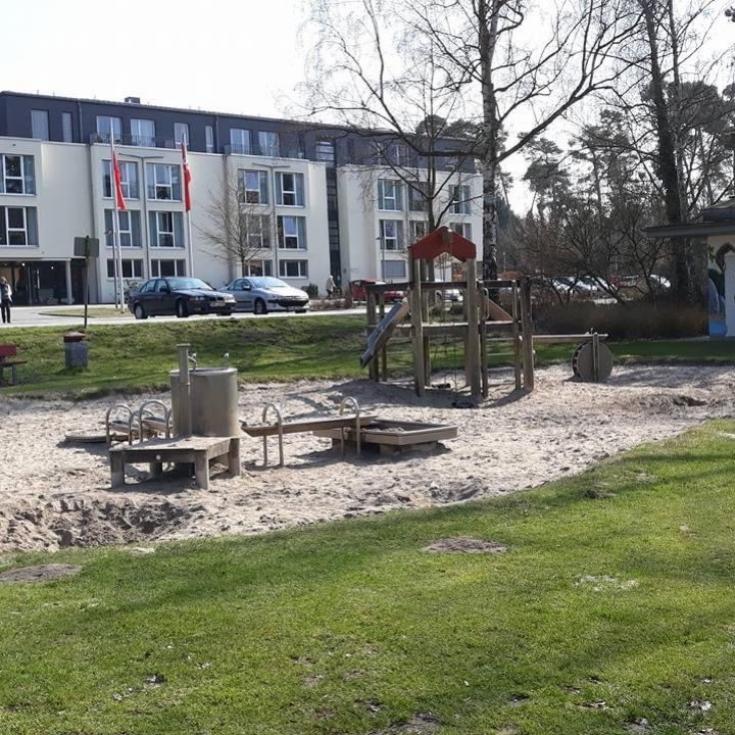 Bild 2: Spielplatz am Birkengarten