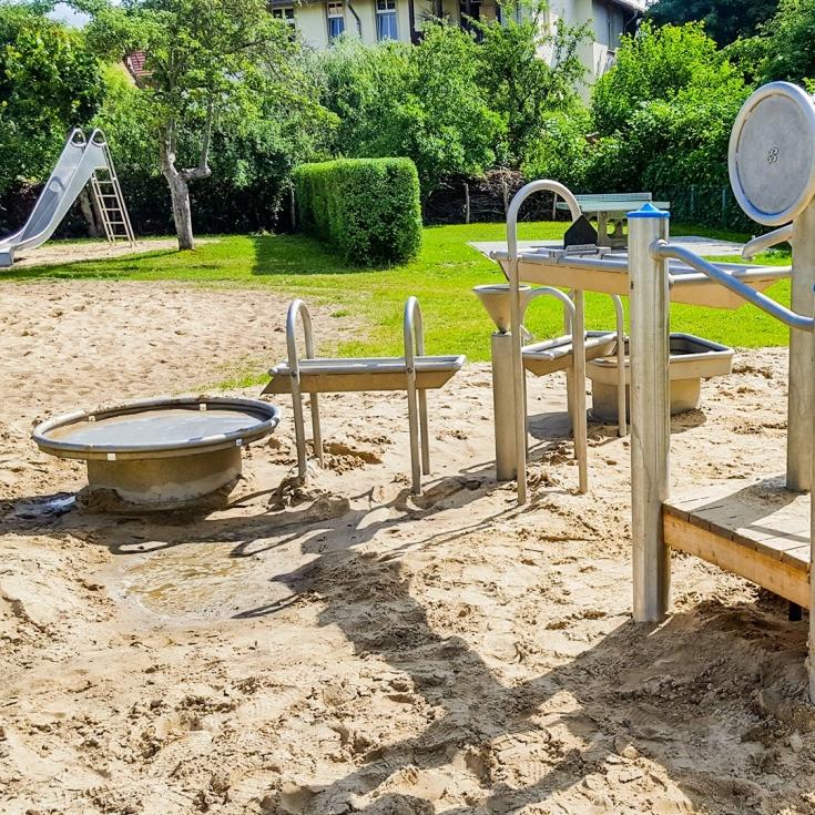 Bild 1: Spielplatz am Bummi