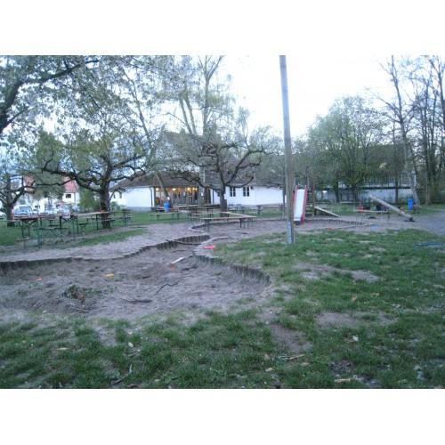 Bild 1: Spielplatz am Clara Zetkin Haus