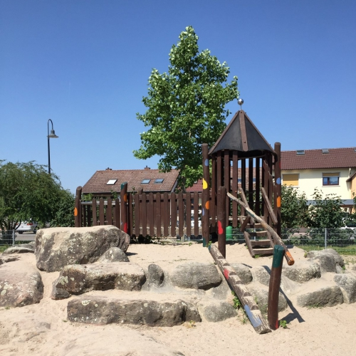 Bild 2: Spielplatz am Friedhof