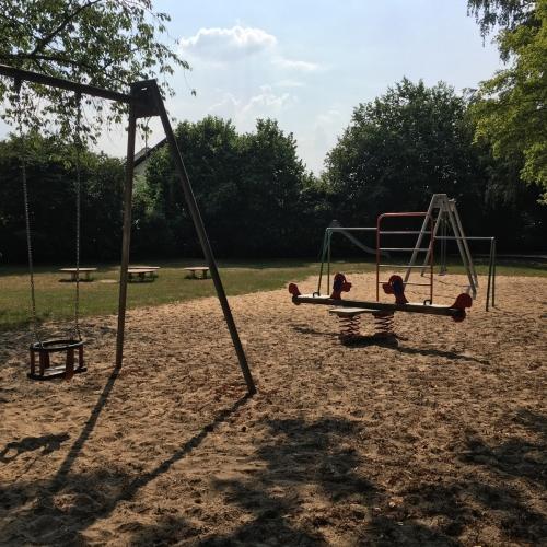 Bild 1: Spielplatz am Friedhof