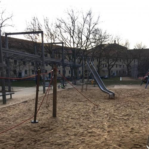 Bild 1: Spielplatz am Johannesplatz
