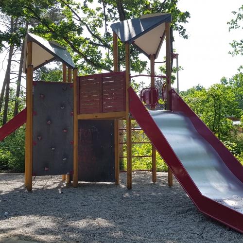 Bild 3: Spielplatz am Kindergarten
