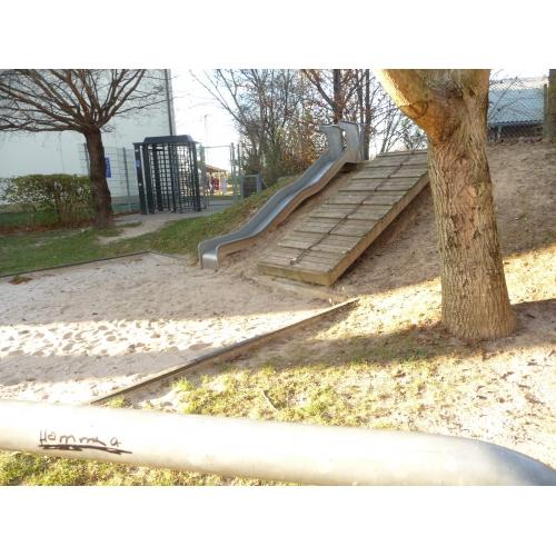 Bild 1: Spielplatz am Kindergarten Regenbogen