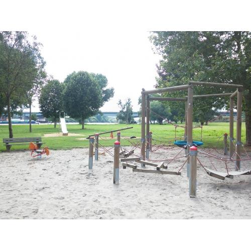 Bild 1: Spielplatz am Rheinufer