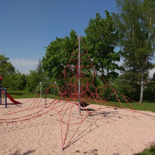 Bild 4: Spielplatz am Schützhaus