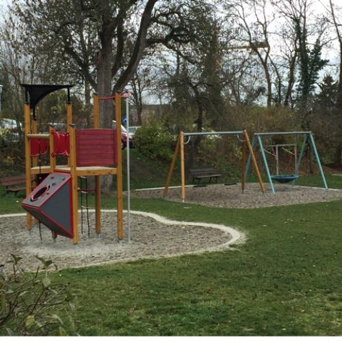 Bild 1: Spielplatz am Siebersturm