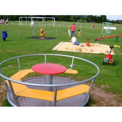 Bild 4: Spielplatz am Sportplatz
