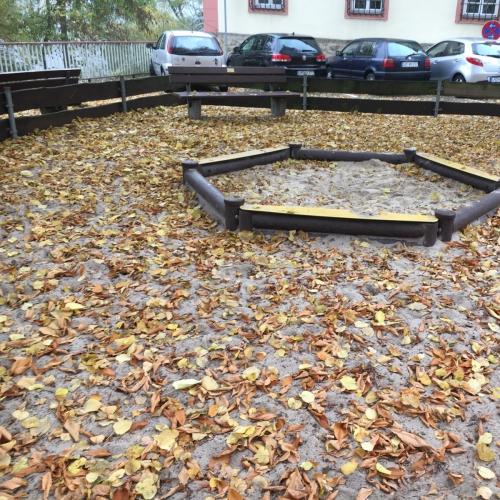 Bild 2: Spielplatz In der Erbach 1-13